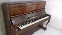 Piano à venda.