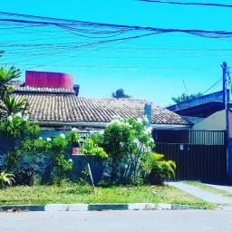 Alugo Casa 4/4 com espaço gourmet e Jardim. Bairro Buraquinho. R$6.900,00