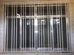Vendo janela alumínio,é uma porta de grade de ferro