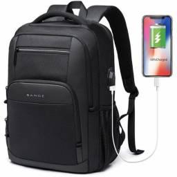 Super mochila saída fone e USB para trabalho, escola, viagens e moto