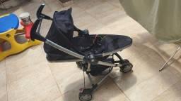 Título do anúncio: Carrinho de bebê marca Quinny super leve e fácil de carregar