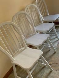 Título do anúncio: Cadeiras em madeira maciça, brancas