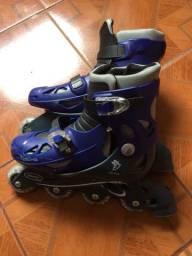 Vendo patins com pequenas marcas de uso, + acessórios. Marca do patins: fênix