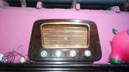 Rádio antigo funcionando perfeitamente