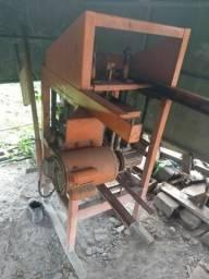 Maquina de produção de blocos e pré-moldados
