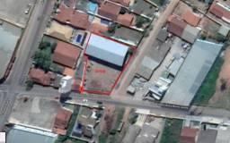 Terreno de 1600m² com galpão de 630m² em esquina