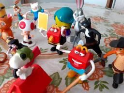Brinquedos sortidos, bonecos colecionáveis