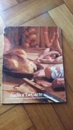 2 livros antigos de culinária