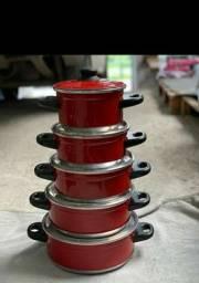 Jogo de panelas vermelhas