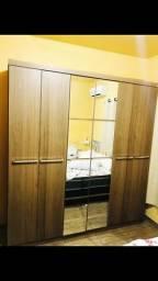 Vende-se um guarda-roupa de 6 portas