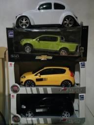Mini carros em plástico