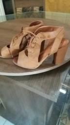 Sandália/ salto alto Grosso