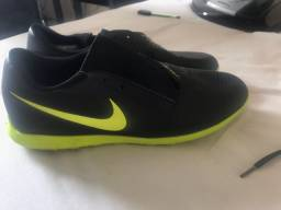 Chuteira Society Nike Phantom Venom Club Tf Preto/Amarelo