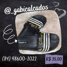 Chinelo slide dos Simpsons