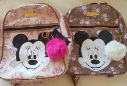 Mochilas Mickey com Chaveiro Pompom