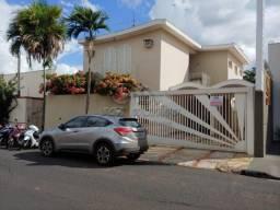 Casa à venda com 3 dormitórios em Centro, Jaboticabal cod:V4896