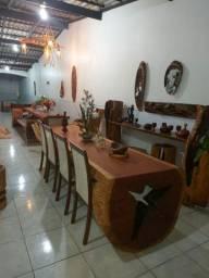 Mesas , aparadores, lustres , luminárias.