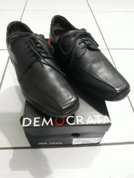 Sapato Democrata Air Stretch Preto