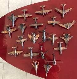 Coleção com 22 aviões