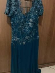 Maravilhoso vestido de festa todo bordado da marca Érika Alessi tamanho 44 /46