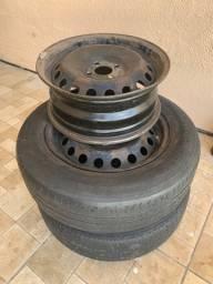 Vendo duas rodas com pneu + uma roda sem pneu. Aro 15