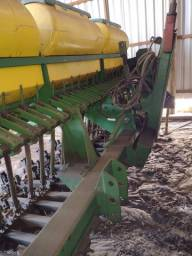 Plantadeira Tatu SDA 23 linhas adubo semente