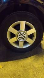 Roda talão 14 com pneus bons, troco por outras 14 ou 15 da Volkswagen