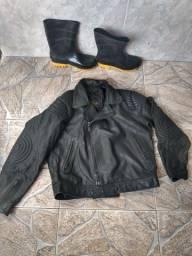Jaqueta de couro mais botina de chuva