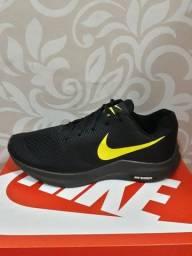 Título do anúncio: Tênis Nike + Par de meias grátis