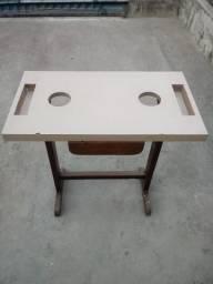 Vendo mesinha q serve como base para maquina de costura!!
