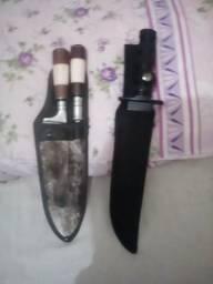 Vendo 2 facas e um amolador.