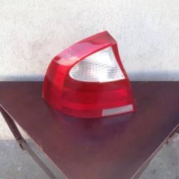 Lanterna traz corsa sedan