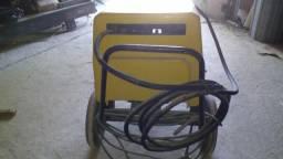 Vendo um maquina de lavar carro trifase alta pressão baixada fluminense