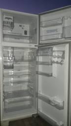 Vendo geladeira 430 litros em bom estado
