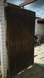 Portão de madeira de pau darco 2.28 de altura por 1.27 de largura São dois portões.