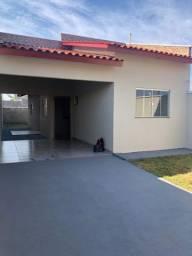 Casa 2/4 sendo 1 suíte, lote grande, veja descrição, em Goianira