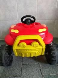 Carro com pedal para crianças