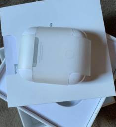 Apple AirPods With Charging Case (1st Generation) Branco