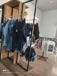 Título do anúncio: Armário Arara boutique com 2 suportes para manequim