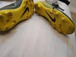Título do anúncio: Chuteira campo Nike