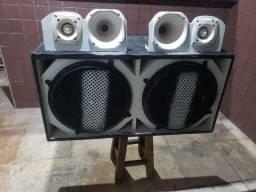 Título do anúncio: vendo essa caixa de som dois alto falante de 15 duas corneta D200 duas tuita st200
