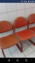 Cadeiras de metal  com acento almofada