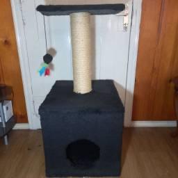 Brinquedo Arranhador para Gatos com Toca