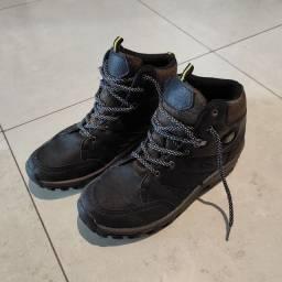 Par de botas infantil Tam. 35