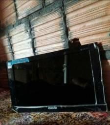 Vendo essa TV 14  polegadas  pra  retirada de peça  140 reais