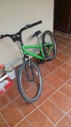 Bicicleta aro 24 com alguns detalhes