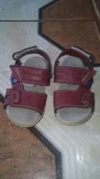 Sandália infantil R$ 25,00