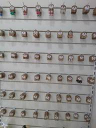 Brincos pulseiras colares
