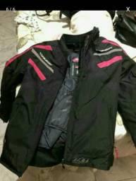 Vendo jaqueta novissima impermeável promoção na loja 700.00 reais meu preco  300.00 544eaeaabaa32