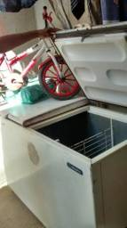 Vendo um frizer 2 portas tel 31994061511 falar com alex